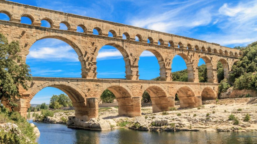 Engineering a Roman Aqueduct