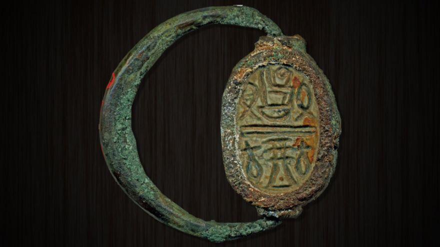 Reading Hieroglyphic Jewelry
