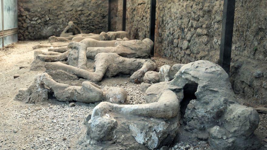 Pliny Narrates the Eruption of Vesuvius