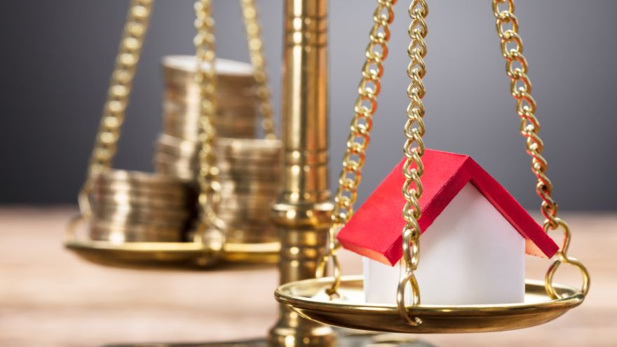 Weighing the Benefits of Reverse Mortgages