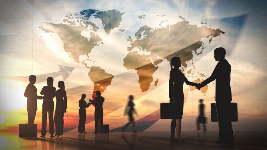 Free Trade: Global versus Regional Blocs