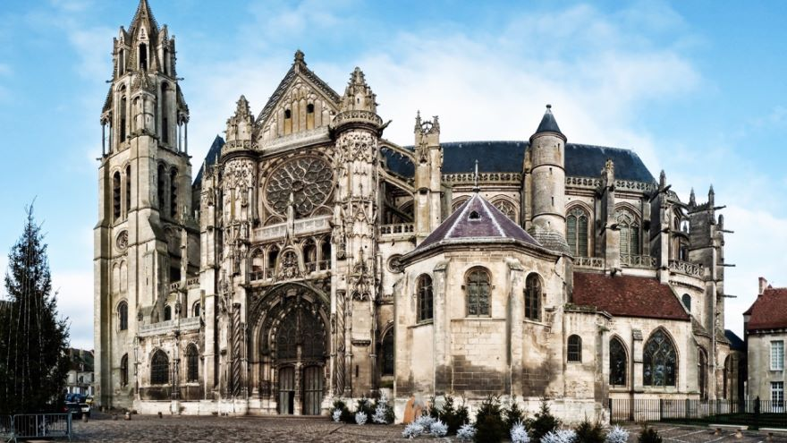 The Urban Context of Cathedrals