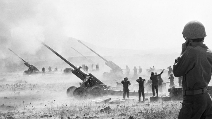The Suez Crisis and Cold War in the Desert