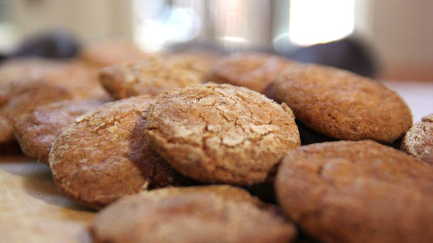 Post-Puritan England: Hippocras and Cookies
